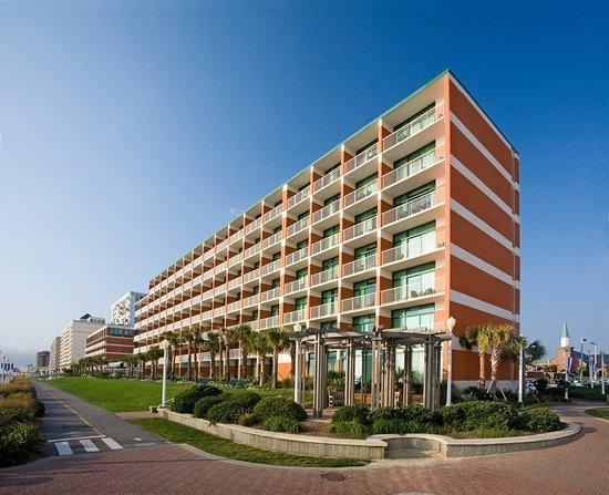 Holiday Inn & Suites North Beach : Exterior