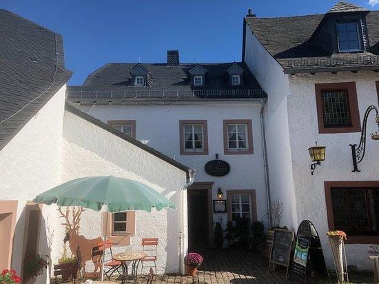 Kronenburg, Jerman: Entree