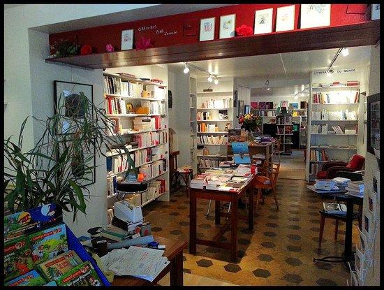 Douarnenez, France: L'entrée de la librairie