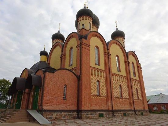 Pühtitsa Stavropegial Holy Dormition Monastery: outside view