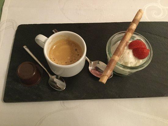 Hotel Eden Im Park: café dessert