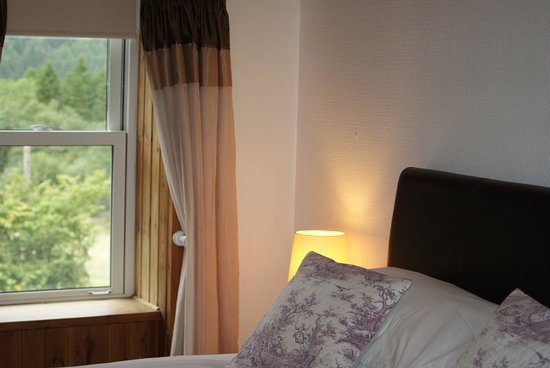 Лох-Эк, UK: Room 7 ground floor kingsize with private entrance and ensuite shower room