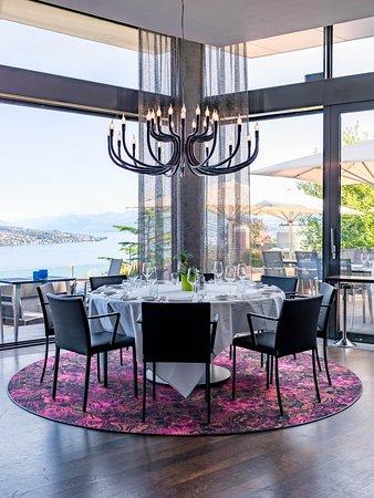 Rüschlikon, Suíça: Belvoir Restaurant & Grill_Kronleuchter_Seesicht