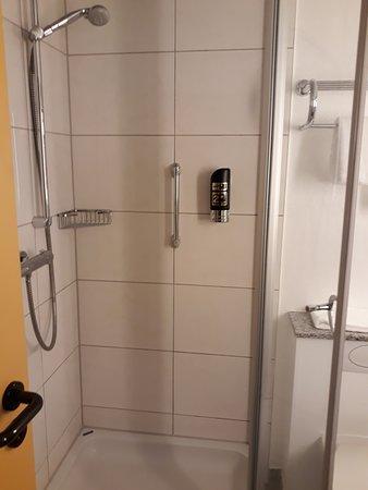 Eitorf, Alemania: Dusche mit Duschgelspender