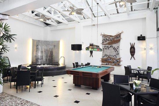Lotus Garden Hotel: Bar/Lounge