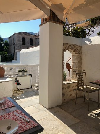 Cotommatae Hydra 1810: The gorgeous breakfast terrace