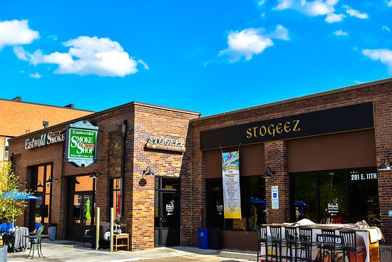 Cascatas Sioux, Dakota do Sul: Stogeez Cigar Lounge | Downtown Sioux Falls, SD