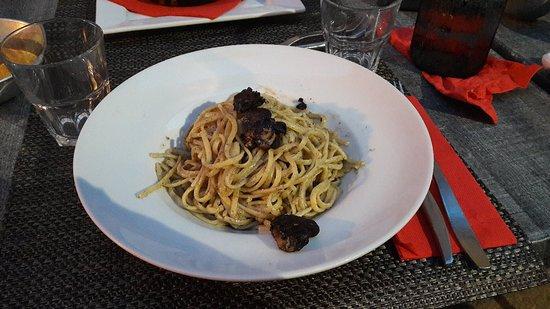 L'osteria: Linguine à la crème de truffe et foie gras poêlé, lasagnes de sanglier