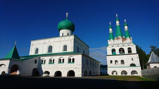 Staraya Sloboda, Russland: Троицкая часть монастыря: Троицкий собор, звонница