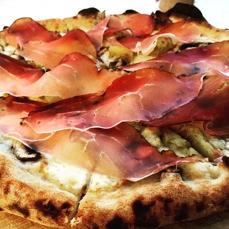 Mozzarella , svizzero, funghi freschi, patate al forno e speck 😋