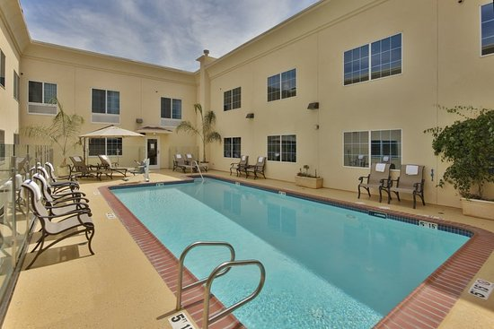 holiday inn express hotel suites hollywood hotel walk of. Black Bedroom Furniture Sets. Home Design Ideas