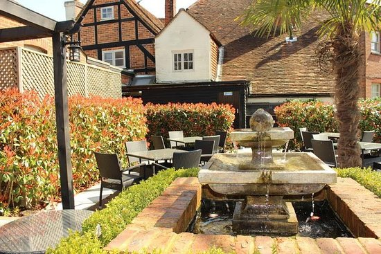 Binfield, UK: The Stag and Hounds - Back Garden