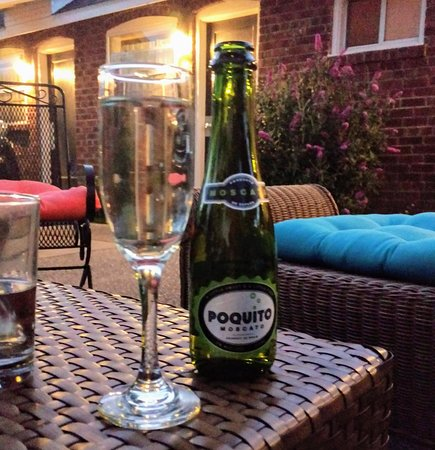 Nomads Global Lounge: The night cap, Poquito Moscato