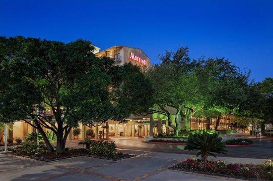 Marriott Plaza San Antonio: Exterior