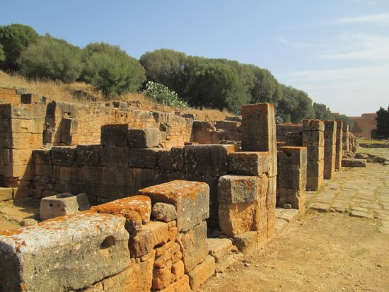 Chellah: Some of the buildings in the Roman ruins are better preserved than others.