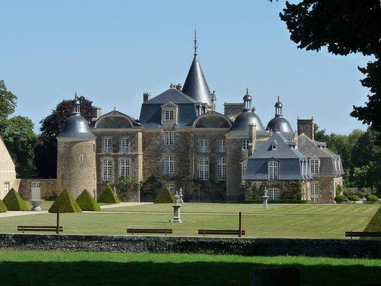 Pleugueneuc, France: Le château de la Bourbansais