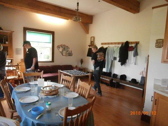 Menno-Hof Mennonite - Amish Visitor Center: Typical Amish Great room