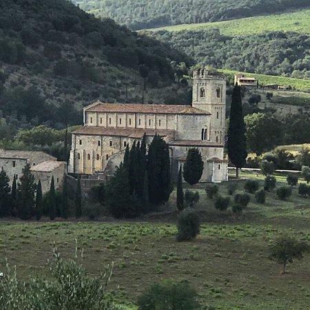 Abbazia di Sant'Antimo: photo1.jpg