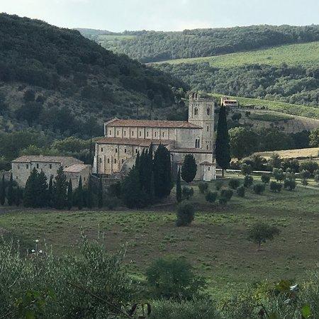 Abbazia di Sant'Antimo: photo2.jpg