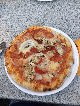 Ulmen, เยอรมนี: Heerlijke pizza