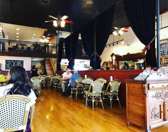 Санта-Паула, Калифорния: Early breakfast table service