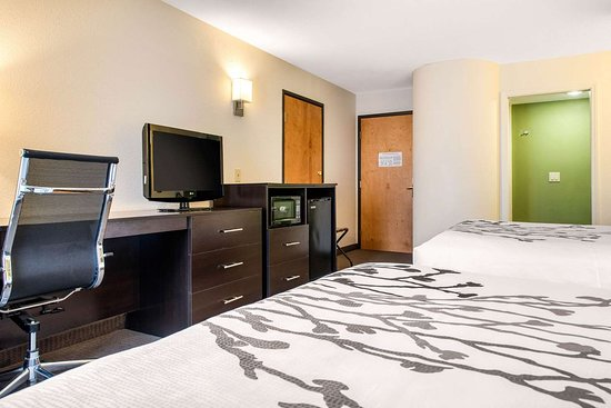 Sleep Inn & Suites Lakeside: Guest room with added amenities