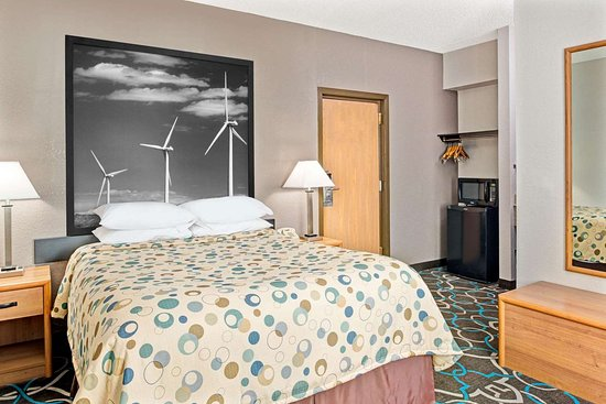 Walnut, IA: Guest room