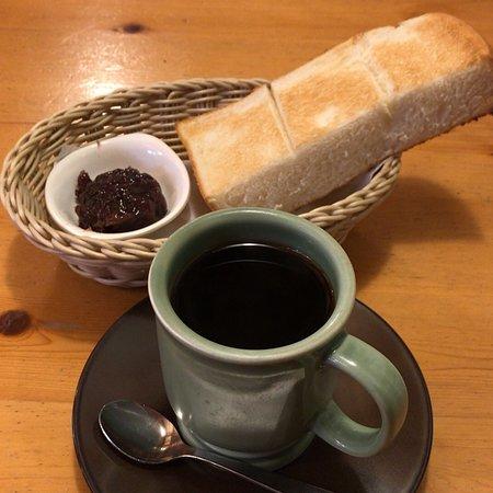 アメリカンコーヒー と C:名古屋名物おぐらあん (2018/09/15) *開店五周年、カップも年季が入っています。