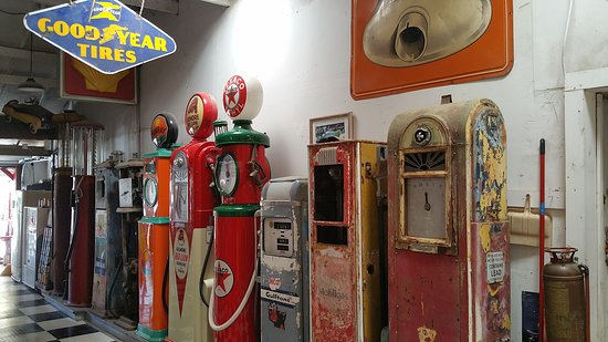 Great collection of old gas pumps - Picture of Reiffs Gas Station