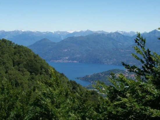 Laveno-Mombello, Ý: Da Laveno a monte Crocetta