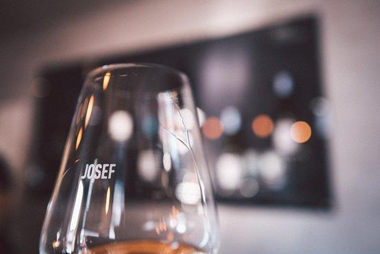 Lauda-Koenigshofen, Germany: Tolle Weine im JOSEF
