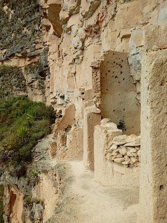 Lamud, Perú: habitaculos para realizar amortajamiento momias