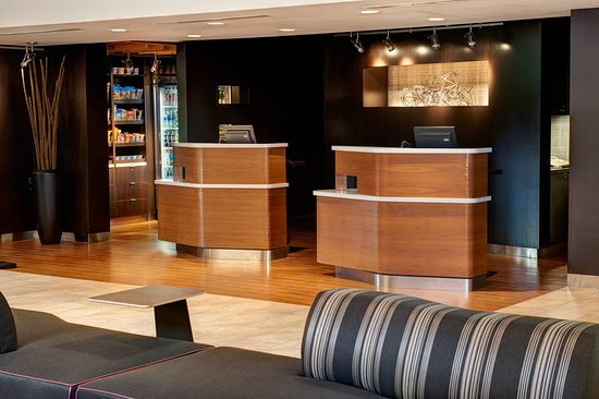 Oakbrook Terrace, IL: Lobby