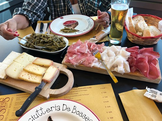 Saint-Rhemy-en-Bosses, Italia: Taglieri buoni e belli.