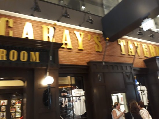 Harry Caray's Tavern on Navy Pier: pier bar