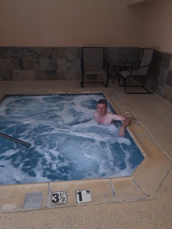 Best Western Plus High Sierra Hotel: The hot tub/jacuzzi
