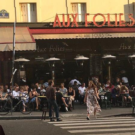 restaurant aux folies dans paris avec cuisine autres cuisines. Black Bedroom Furniture Sets. Home Design Ideas