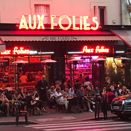 restaurant aux folies dans paris avec cuisine autres cuisines. Black Bedroom Furniture Sets. Home Design Ideas