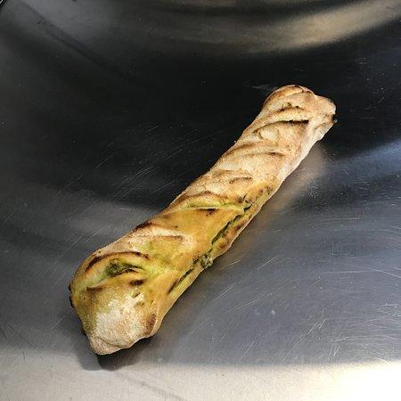 Vaucluse, France : Nouveau test pour l'apéritif  Baguette au parmesan pesto Baguette chorizo chèvre  Et baguette po