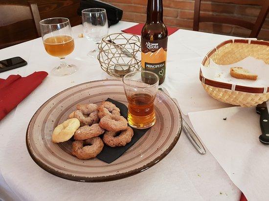 Labro, Itália: Ciambelline dolci con Zibibbo