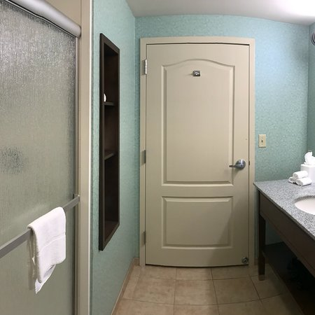 Exeter, Nueva Hampshire: Lovely rooms. Breakfast was less impressive. Only one waffle iron which was clearly improperly i