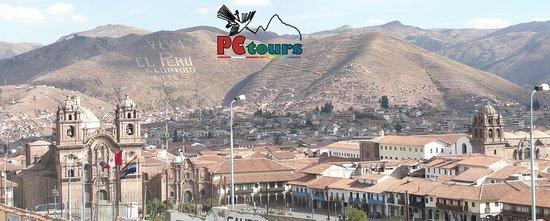 Plaza De Armas De Cusco Y Templo De La Compania De Jesus Sobre