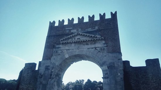 Arco d'Augusto: IMG_20180912_160527_large.jpg
