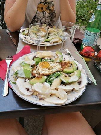 Tutti Frutti: Délicieux repas. Arrière saison au calme.