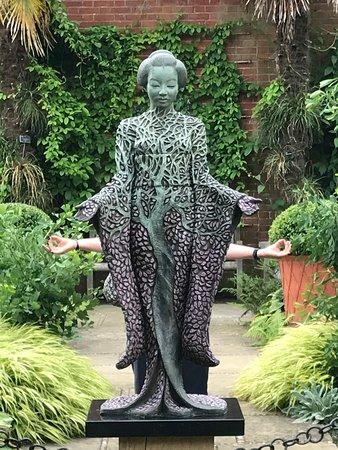 Wisley, UK: Fun on the 2018 statue walk