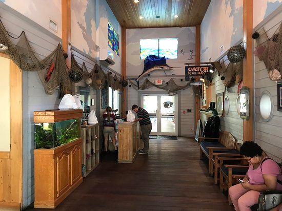 East Palatka, FL: Entrance and waiting area