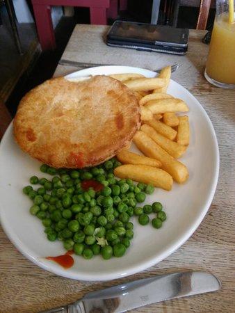 East Dean, UK: Chicken pie