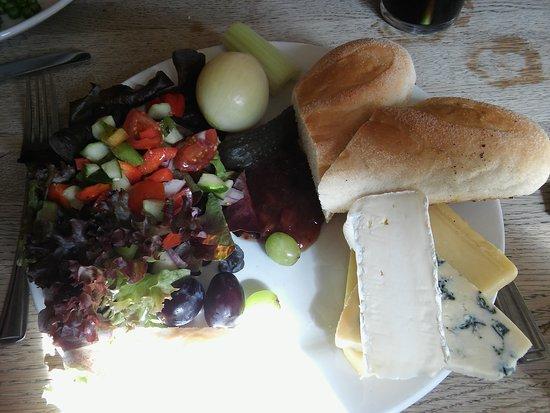 East Dean, UK: Cheese Ploughman