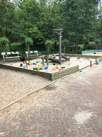 Kinderboerderij De Boerenzwaluw: Grote zandbak