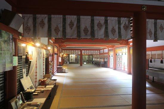 Tanzan Shrine: 拝殿の中の様子。